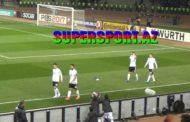 Məsut Özil Bakıda formasını vermədi, butsusunu hədiyyə etdi - Video