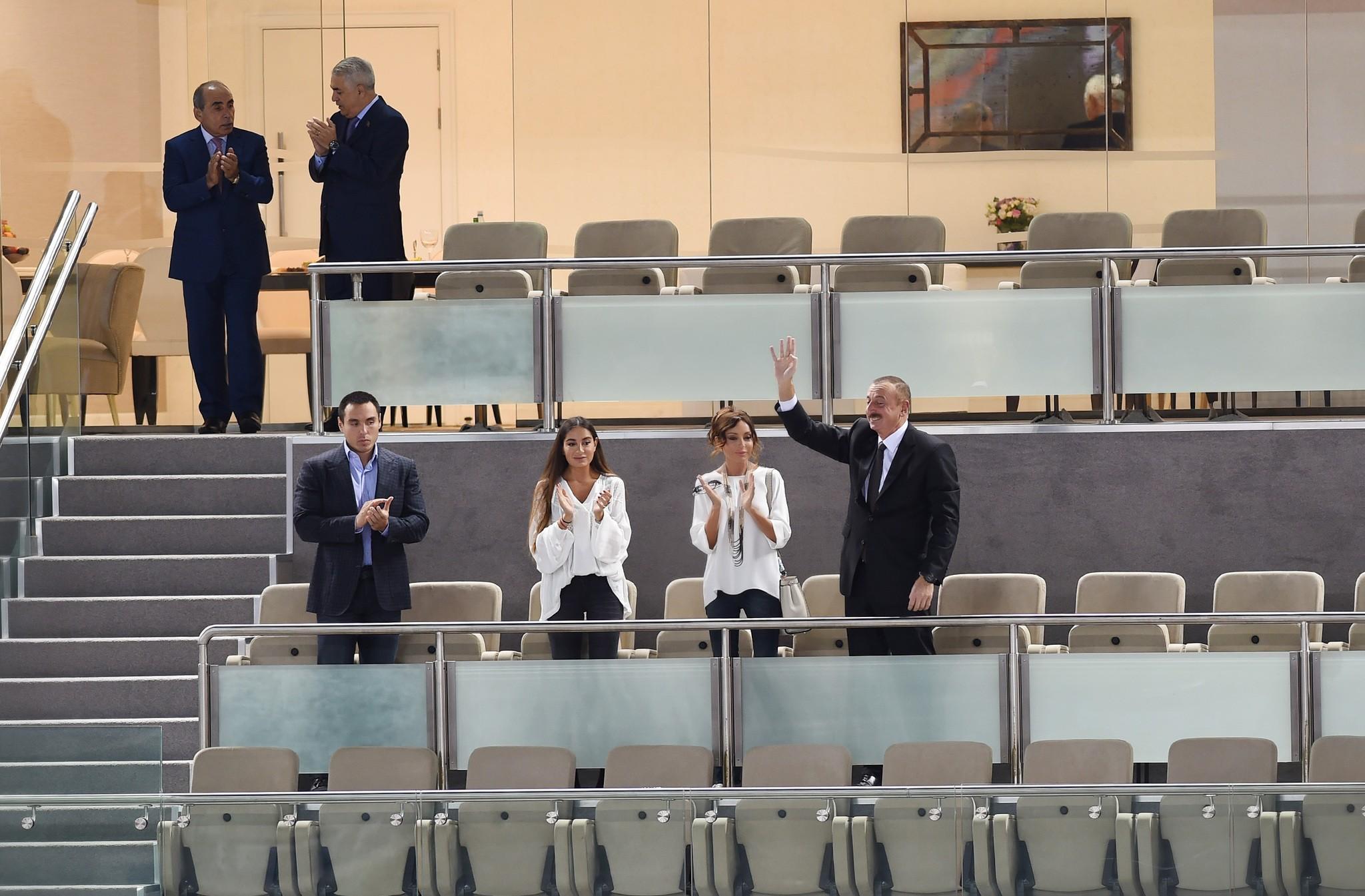 Prezident İlham Əliyev və Mehriban Əliyeva millimizə dəstək verdi - Foto