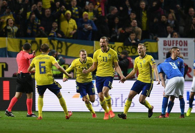 "İsveçli futbolçulardan canlı yayıma ""basqın"" - Video"