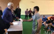 Dünya çempionatında medal qazanan güləşçilərə mükafat