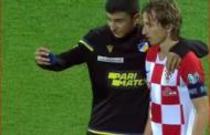 Luka Modriçə Bakıda azarkeş hücumu - Video