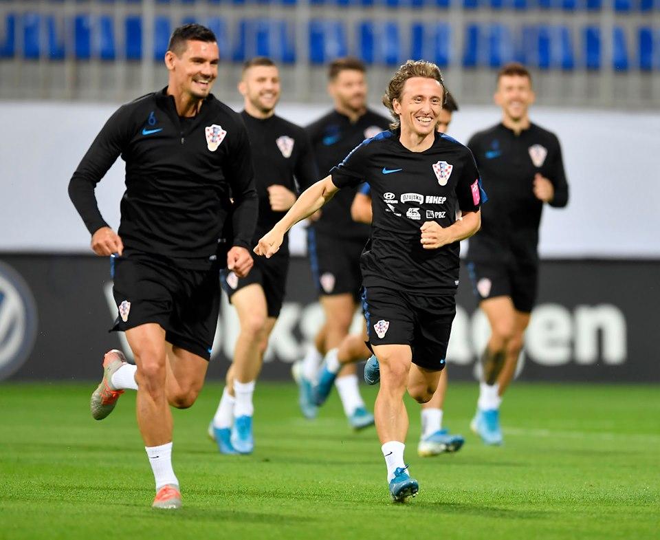 Futbol ulduzu Luka Modriçin Bakı məşqi - Video