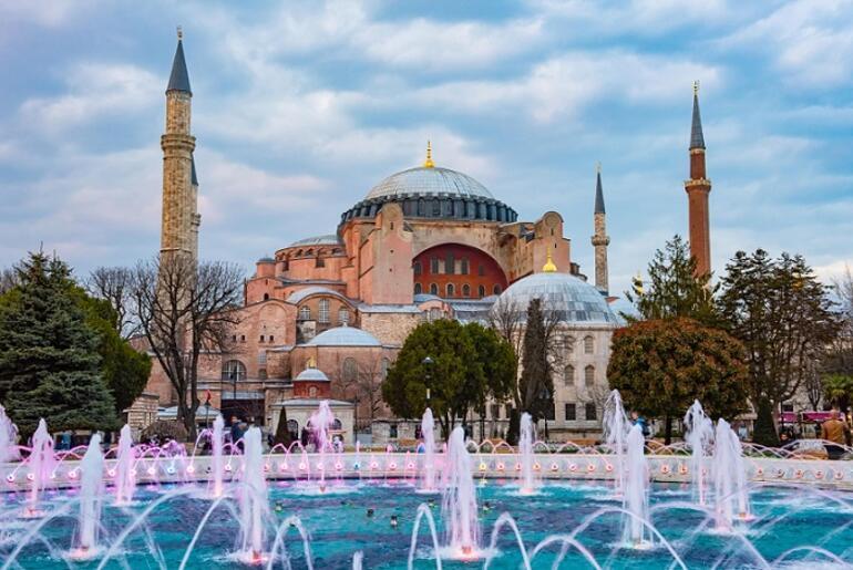 Azərbaycanın məşhur idmançısı Ayasofya məscidi üçün qurban kəsdi